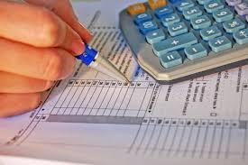 Las empresas adelantan dividendos y bonus para sortear la subida fiscal de 2021