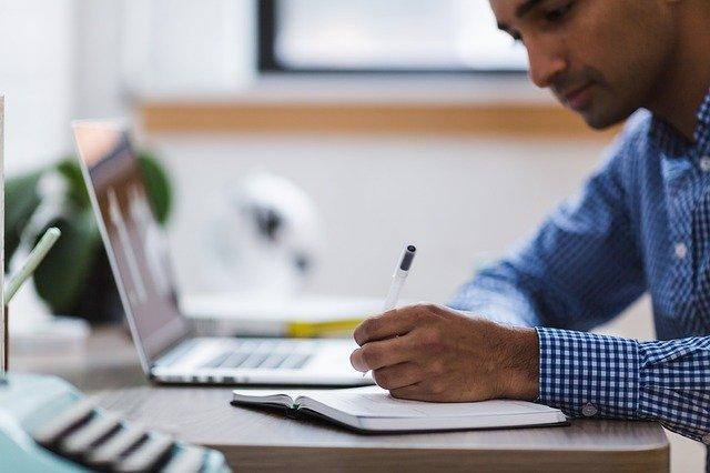 Empleo juvenil:  Experiencia profesional para los menores de 30 años.