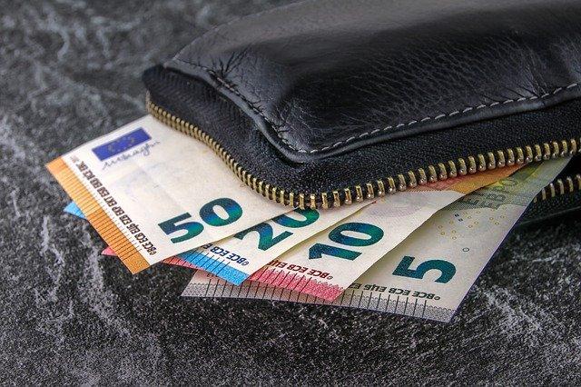Nueva Ley contra el Fraude que reduce la cantidad de dinero para pagar en efectivo.
